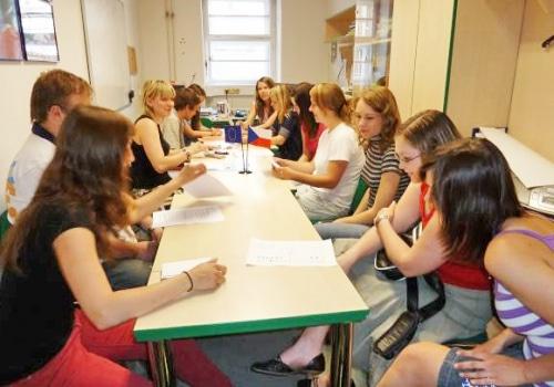 Doučovatelé na evaluační schůzce – 19.5.2011