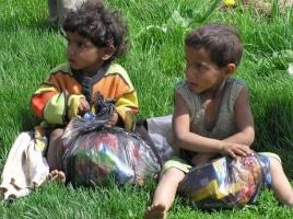 Sbírka pro romskou osadu Kojatice na Slovensku – 6.5.2004